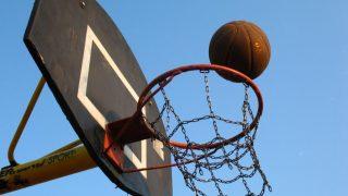 Κυριακή, γιορτή και σχόλη...#NBA 2K18 vs NBA Live 18 - videogamer.gr